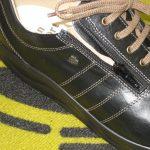 「脱ぎ履き便利な歩ける靴」