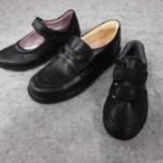 *子供たちの黒靴*
